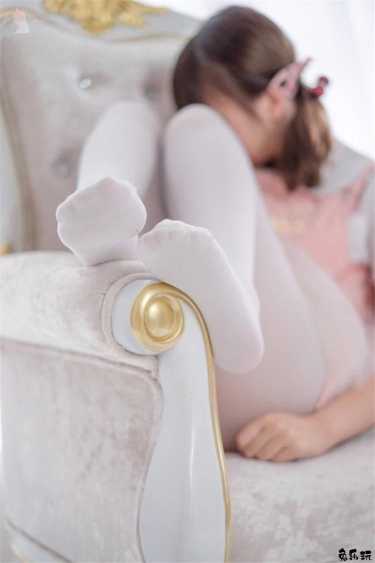 清纯的可爱萝莉,白丝袜粉睡衣娇小玲珑可爱无比!(40P)