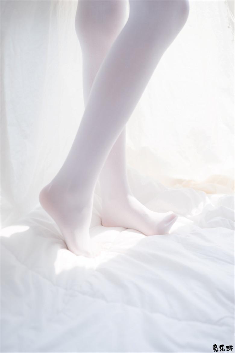 养眼美女私房白丝白衬衣图(40P)