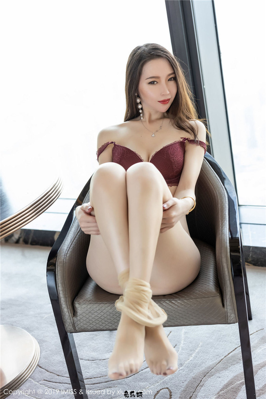 IMiss爱蜜社Mode梦心月极致美腿诱惑写真,古典韵味旗袍与现代性感丝袜