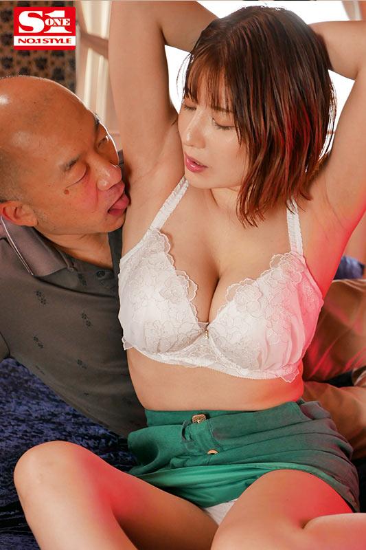SSNI-914 :巨乳有栖花あか激情3P享受著高潮地快感!