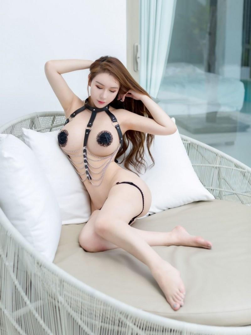 巨乳翘臀非一般的诱惑,性感写真