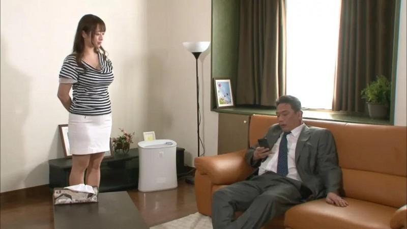 全职主妇被老公的上司欺负,本该坚决反抗却一次次的冲向高潮