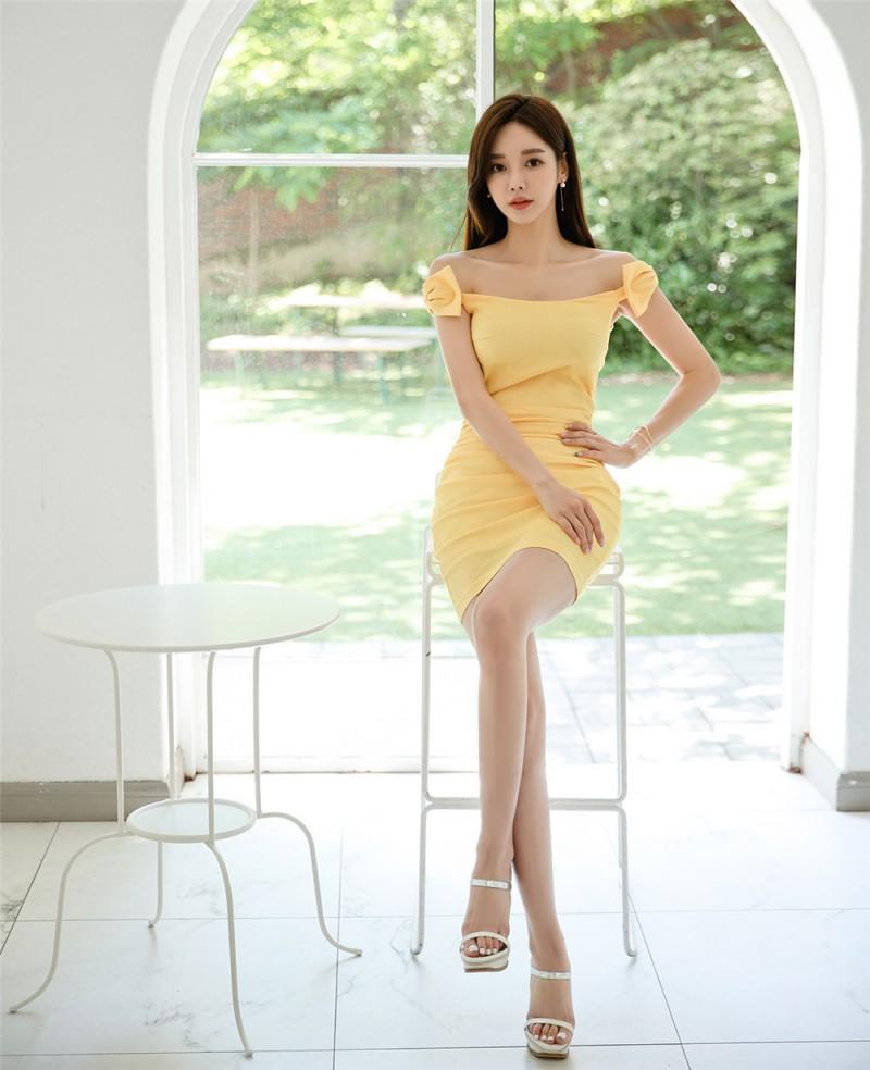 孙允珠丨蜂蝶醉影柠檬鲜黄抹胸晚礼裙