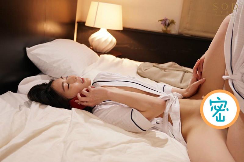 STARS-265:女上司本庄铃和下属边偷情边和男友打电话!