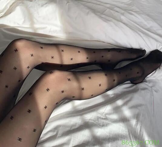 名媛风字母丝袜,到底是怎么走红的?