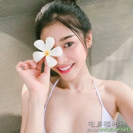 越南辣妹Susy天天晒美照 美女浴缸泡澡令人想入非非