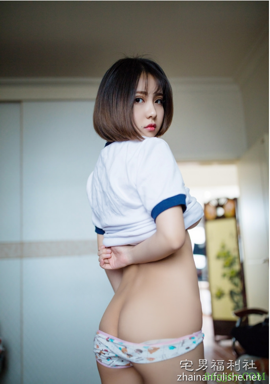 小魔女奈奈青涩写真 巨乳嫩妹雪白酥胸半露诱人