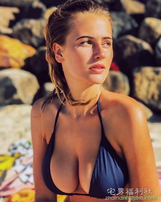 15岁网红G罩杯美女Bonnie-Lou Coffey 性感比基尼勾人心魂