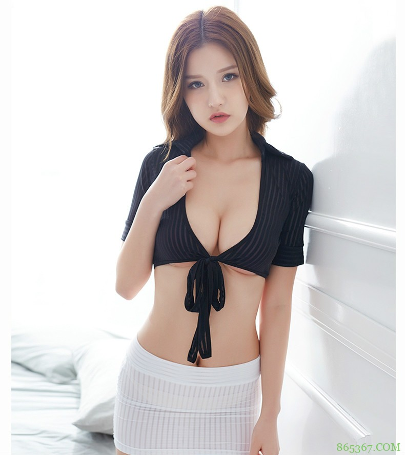 火辣俏秘书事业线超深 极致诱惑的美乳翘臀令人无法控制