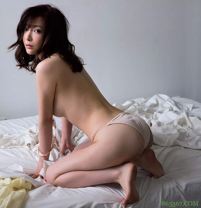 熟女人妻竹内涉首本写真集 健身教练身材前凸后翘受男生追捧
