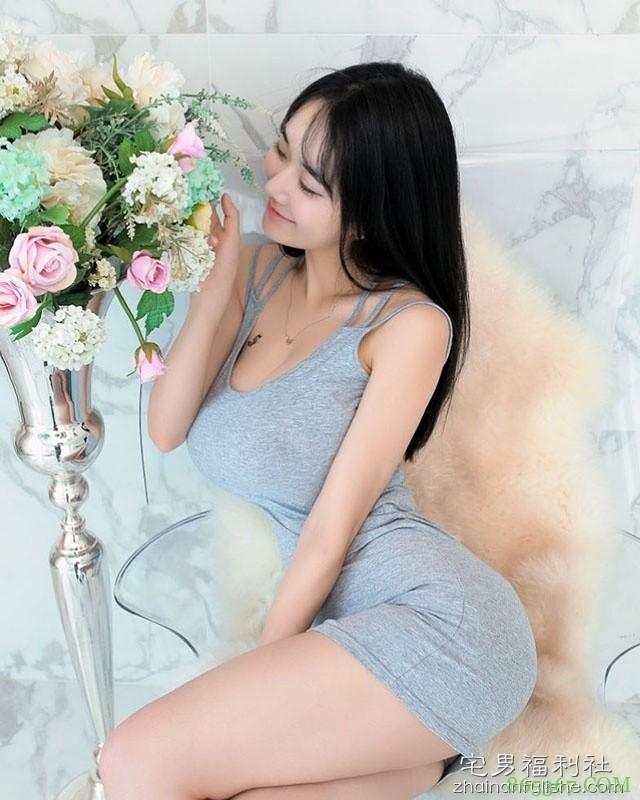 韩国童颜巨乳极品嫩模 诱人性感翘臀令人口水直流