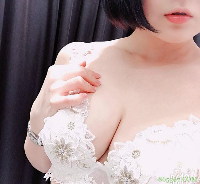 重口味风俗娘赤崎花梨 H罩杯巨乳号称世界遗产级