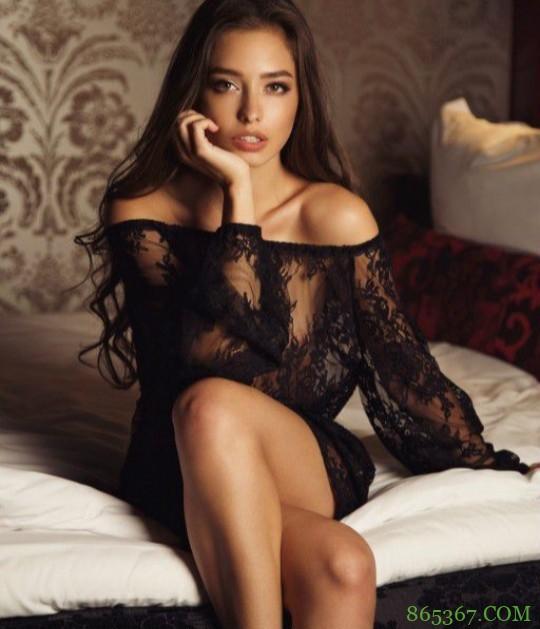 性感模特Darina Dashkina 泳装照完美身材展露无遗
