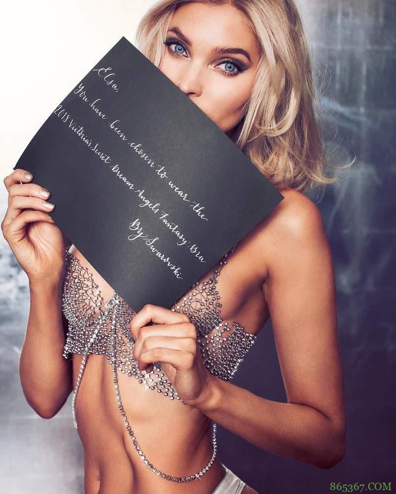 美女弯腰胸罩露出乳房 2018维密梦幻胸罩谁穿