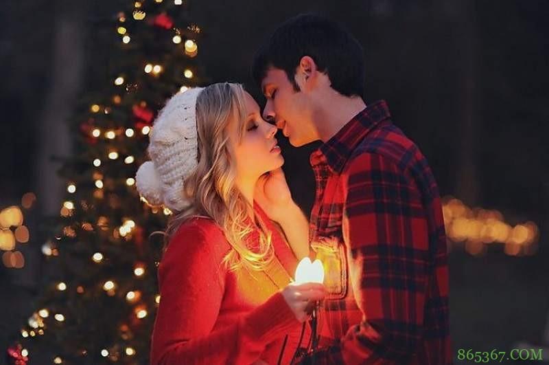 圣诞节吻胸偷吃奶 浪漫的圣诞月成劈腿高峰期