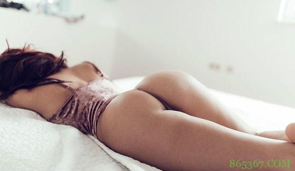 全裸美女分腿露后阴正面图片 法国饥渴妹Clara René一丝不挂失控了