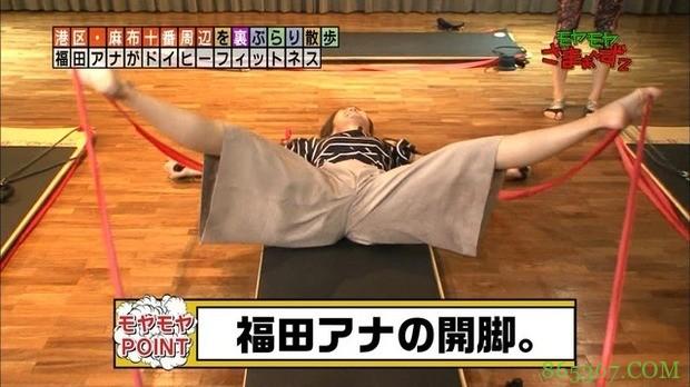 """日本女主播示范""""超激烈瘦身法 双腿打开瞬间让男性网友激动起来了"""