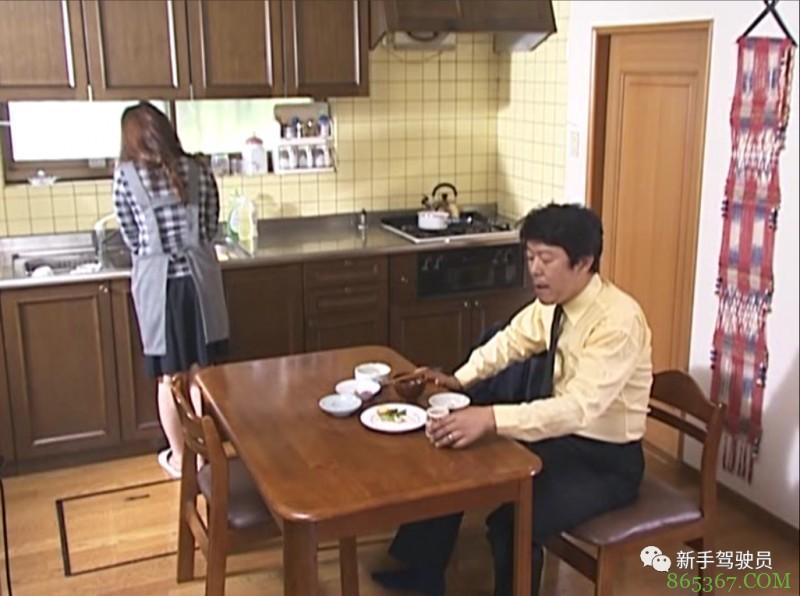 花井RBD-173 漂亮太太遭丈夫冷落住进单身小伙的家