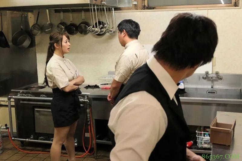 白石茉莉奈STAR-830 餐厅主管兼职被男下属撞见遭胁迫