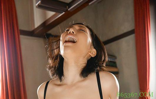 佐山爱HND-940 欲望人妻老公不给力求人搞