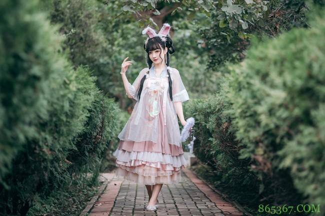 Lolita:坠落在人间的小兔子