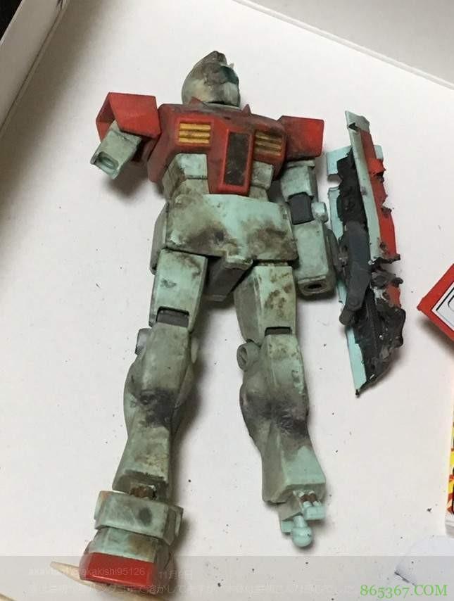 模型玩家分享战损钢弹制作 网友用鞭炮炸出战损版吉姆