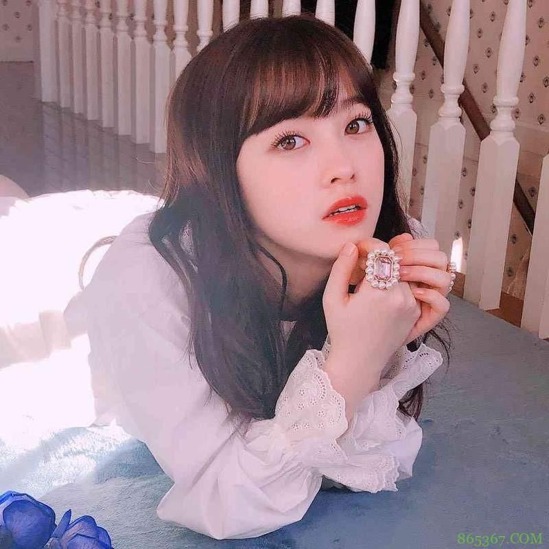 桥本环奈宣传真人电影《银魂2》 甩韩国兔耳帽超激萌