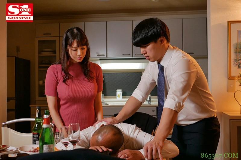 """上司不在家搞上他的超巨乳老婆""""安斋らら"""",连续三天猛送还玩乳技!"""