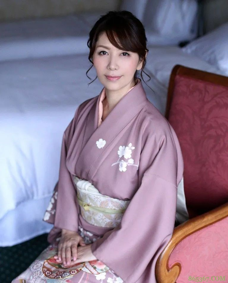 高岭之花翔田千里 37岁入行期待60岁作品