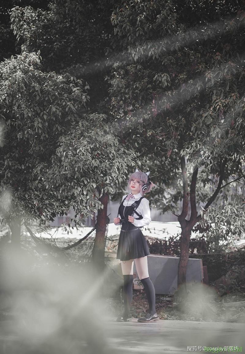 JK少女:歌声中的公园